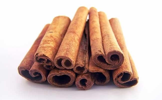 071124-cinnamon-sticks-02